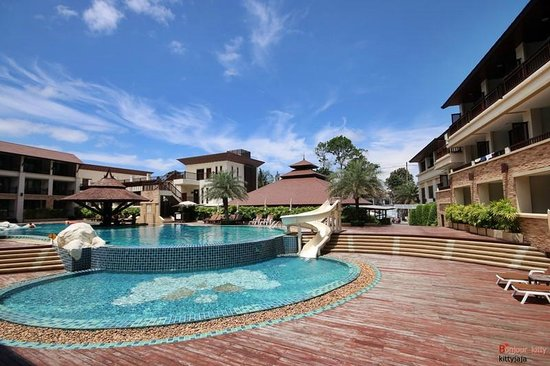 Kacha Resort & Spa, Koh Chang : Swimming pool by hillside