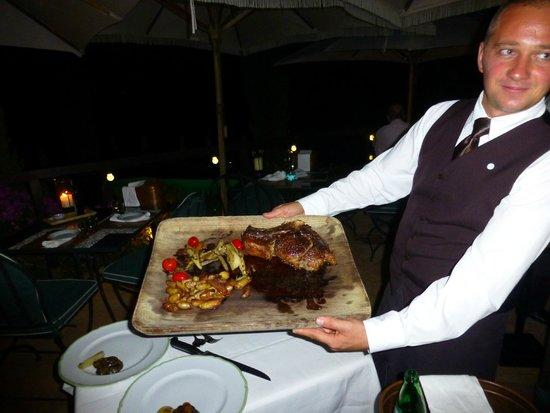 Hotel Il Pellicano: Succulent Bistecca Fiorentina in the casual restaurant
