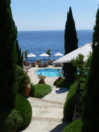 Hotel Il Pellicano : Stellar view coming down from hotel to pool