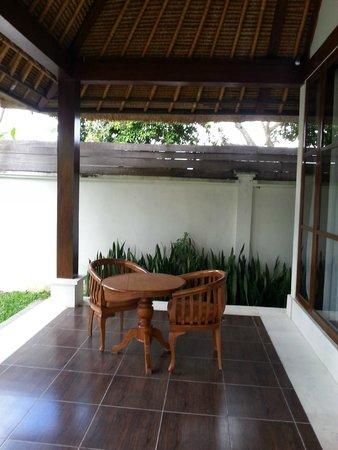Pertiwi Resort & Spa: il dehor della stanza