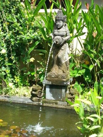 Pertiwi Resort & Spa: una delle statue