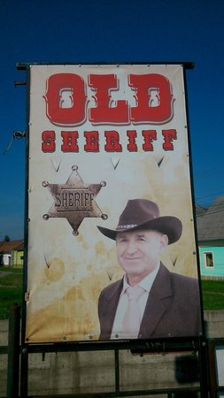 Motel Sheriff : Cartel en el parking frente al motel