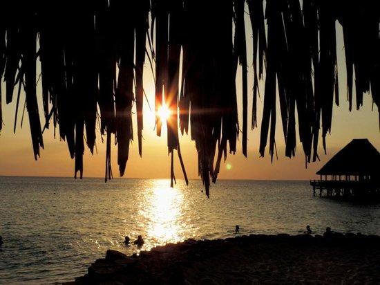 Diamonds La Gemma dell' Est: Ещё  один великолепный закат со стороны пляжа