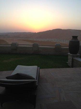 Qasr Al Sarab Desert Resort by Anantara: Sunset in front of the desert - Pool Villa