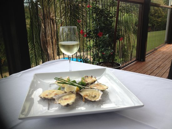 Paradise Palms: Large selection of oysters