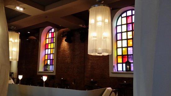 east Restaurant: Schöne Beleuchtung