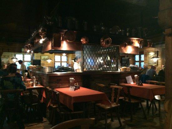 Bratwursthäusle: Зал ресторана