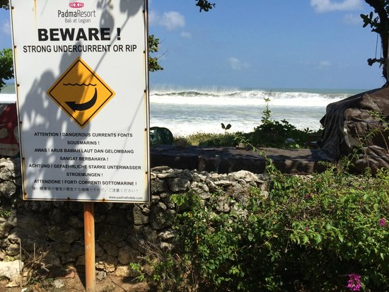 Padma Resort Legian: swimmers beware