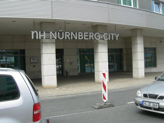 NH Collection Nürnberg City: l'accesso pedonale all'albergo