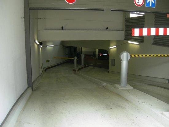 NH Collection Nürnberg City: Rampa di accesso al parcheggio interrato