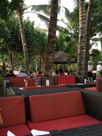 Padma Resort Legian: sunset bar area
