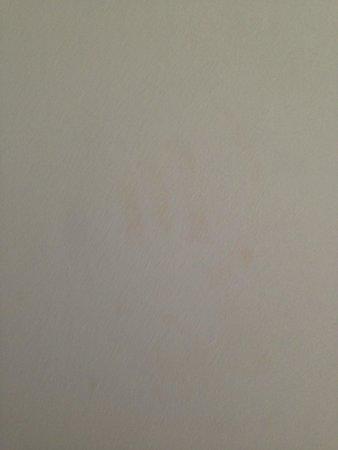 Hilton Northampton: Dirty Hand print on main wall