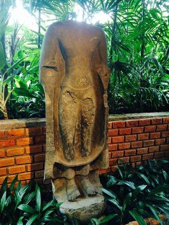 Maison de Jim Thompson : statue d'époque Khmer