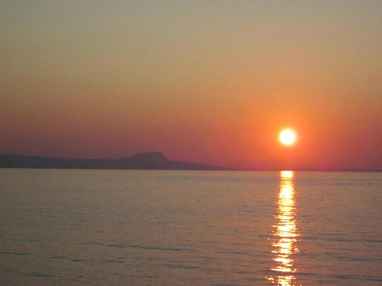 Thalassi Hotel-Apts: Sunset seen from taverna