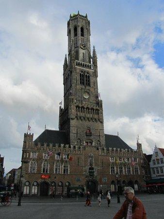 Martin's Brugge: колокольня 13 века