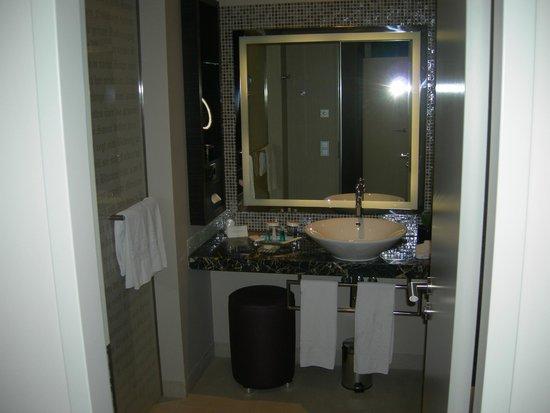 Steigenberger Grandhotel Handelshof: Particolari del bagno