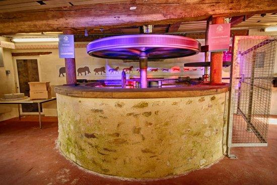 L'engrenage, Moulin de Villevêque : les engrenages et la meule à main