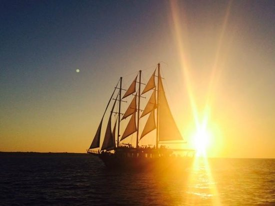 Sunset Oia Sailing - Day Tour: Amazing picture taken from the catamaran