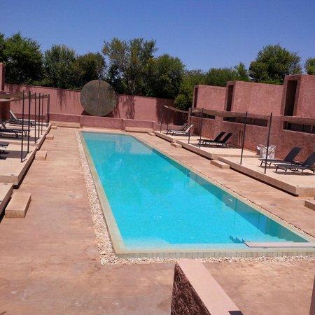Hôtel Dar Sabra : bassin suites supérieures