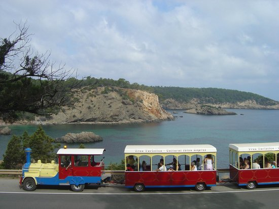 Ibiza Express Santa Eularia: ¿Te gusta el mar? Con el Tren Turístico Ibiza Express lo tendrás aún más cerca