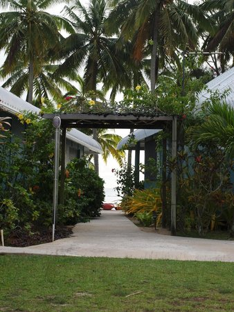 Sunhaven Beach Bungalows: Entrance to bungalows