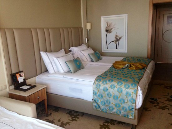 Titanic Beach Lara Hotel: Room