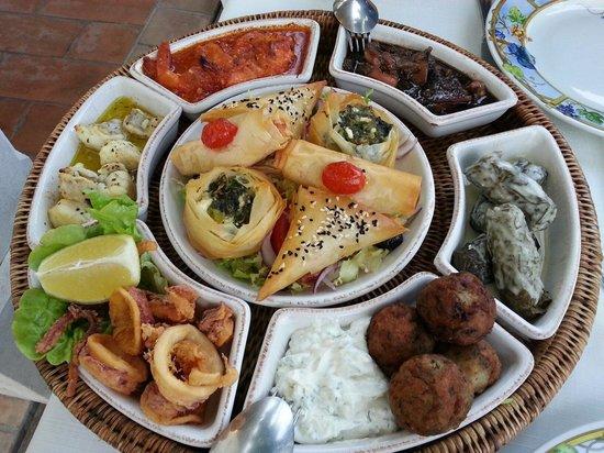 Restaurant grec Le Bouzouki : Grand plateau Terre et Mer pour plus de découverte. Un délice!