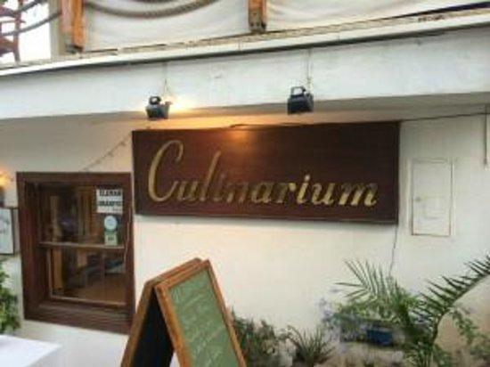 Culinarium: Voorzijde restaurant. Beneden kun je ook dineren maa rboven is fraaier