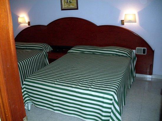 Ohtels Playa de Oro : кровати