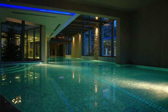 Aegli Arachova: Huge pool