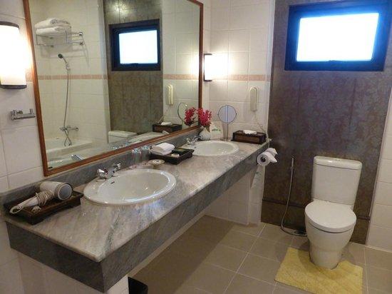 Tarntawan Place Hotel: バスルーム