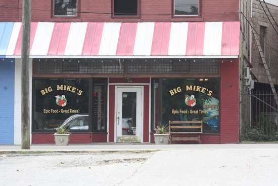 Big Mike's : A good hole in the wall