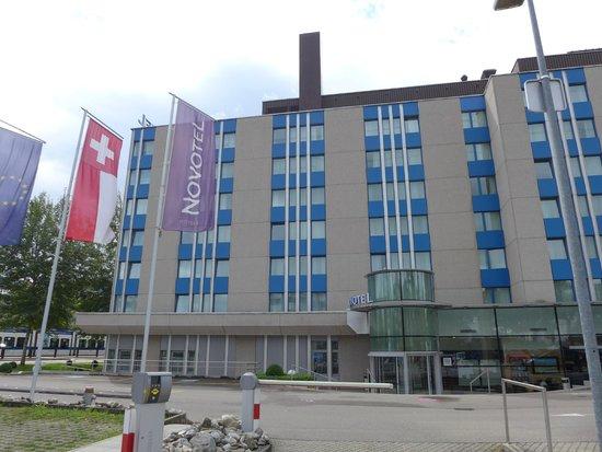Novotel Zürich Airport Messe: Hotel Aussenansicht