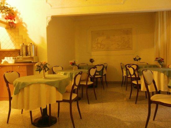 Hotel Dorica: Sala colazione/bar
