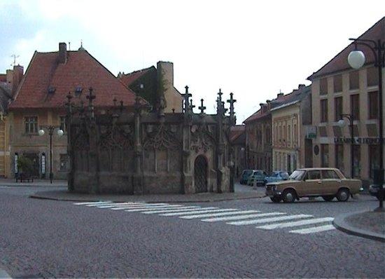 Gothic Stone Fountain: Gothic fountain