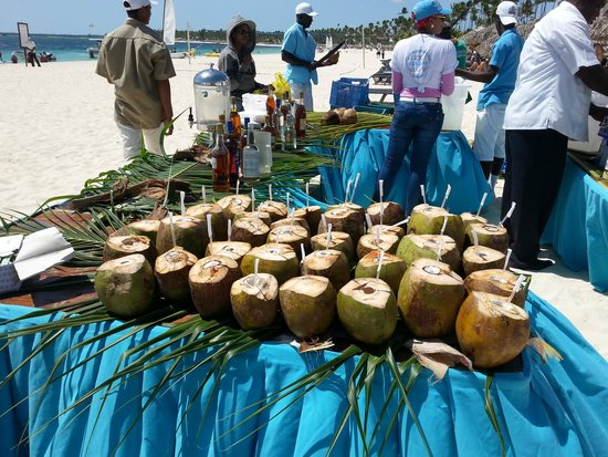 Now Larimar Punta Cana: Coconut feast in the beach