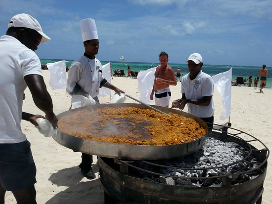 Now Larimar Punta Cana : Great paella in the beach
