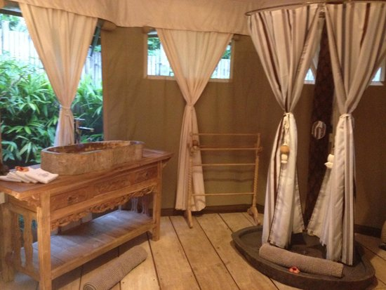 Sandat Glamping Tents: Bathroom