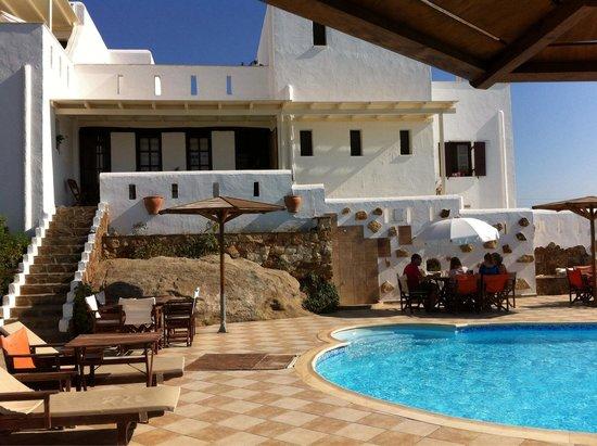 Naxos Kalimera Hotel: Colazione a bordo piscina