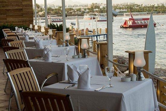Lido Sharm Hotel: Main Restaurant Terrace Dinner time