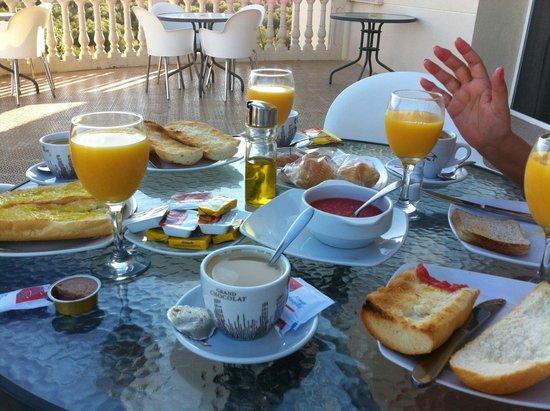 Hotel Ciudad del Renacimiento: Desayuno incluido