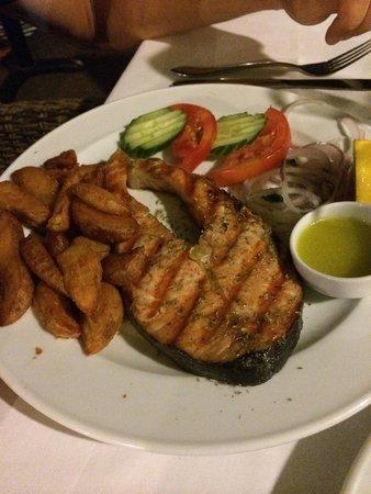 Kyano Beach Restaurant: Fresh salmon