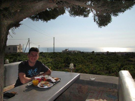 Koronios Villa: colazione esterno