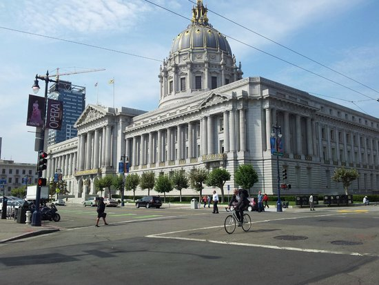Dylan's Tours: City Hall