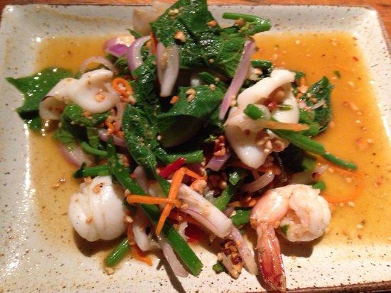 Kan Eang@Pier Restaurant : Seafood salad with nasturtum leaves
