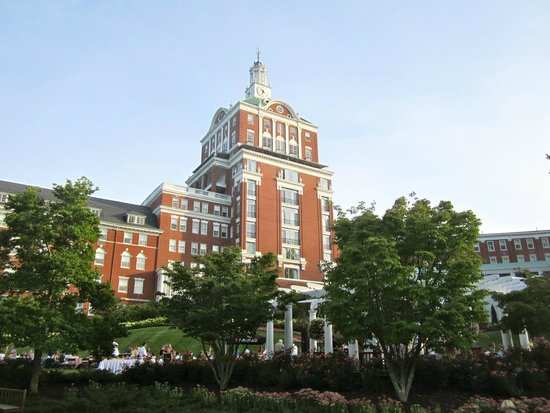 The Omni Homestead Resort: Exterior Hotel Shot