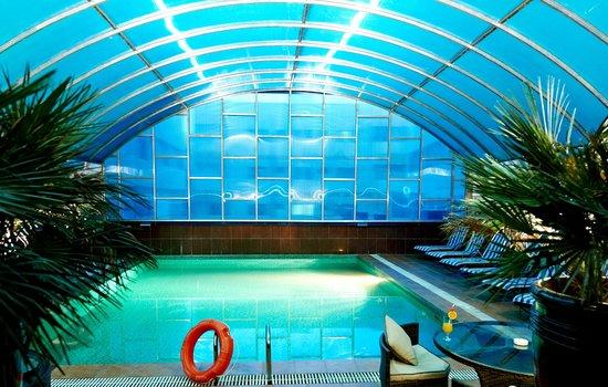 Al Safa Royal Suites Luxury Apartment Hotel: Outdoor Swimming Pool
