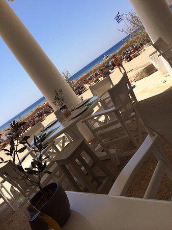 Elia Beach: Délicieux endroit,restaurant au top dans des prix raisonnables!
