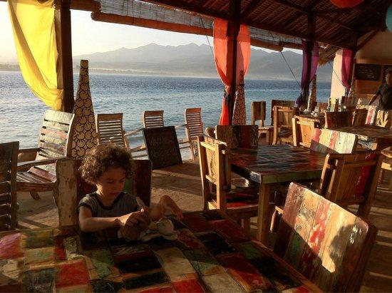 Sunrise Resort: Restaurant de l'hôtel au lever du soleil