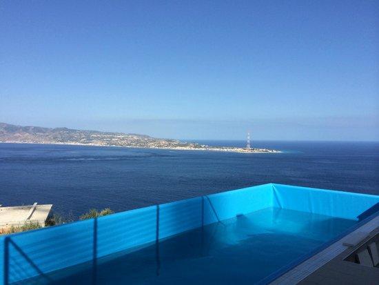 Blu Infinito B&B: una piscina e poi... il blu infinito oltre la Sicilia